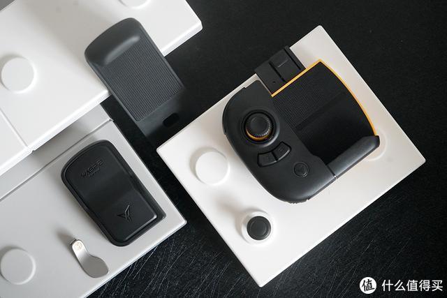 首款支持平板的单手手柄,除了大视野,更能多指联动
