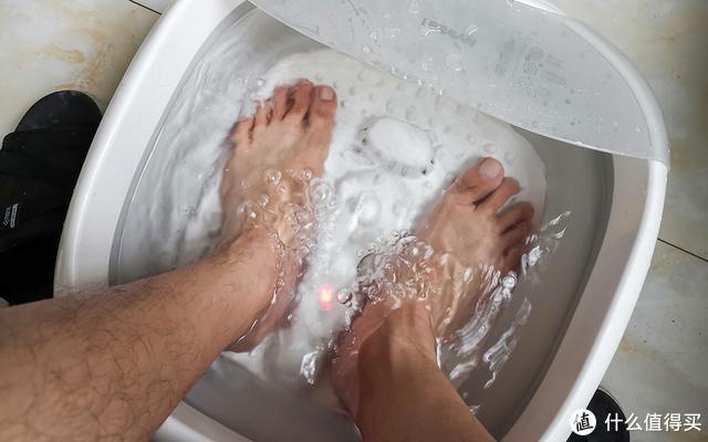 小米有品这个洗脚盆199元,能折叠,还有加热和按摩功能