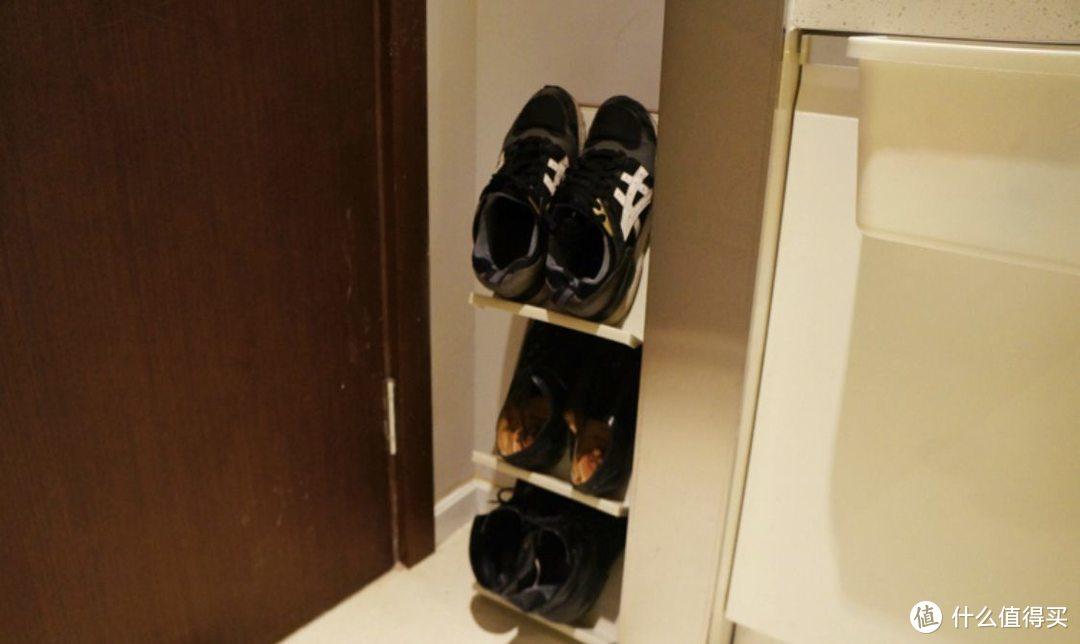 即使玄关有鞋柜,门口还是一地的拖鞋,该怎么收纳?