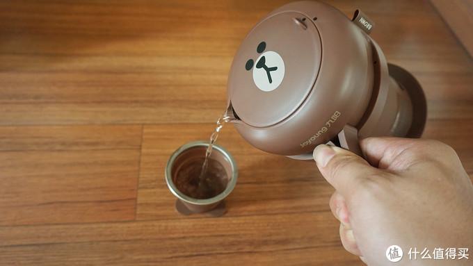 折叠后手掌大小,九阳便携电热水壶,住酒店再不用担心喝水卫生了
