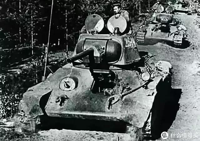 T-34/76 1942年型舱门开启状态