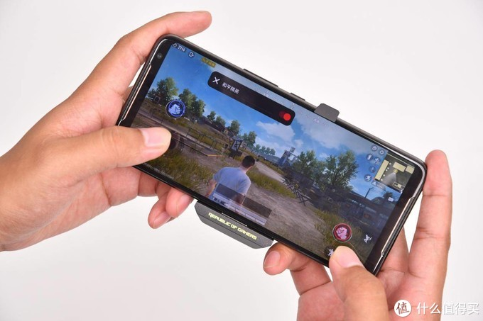 120Hz电竞屏的ROG游戏手机2,超多BUFF加持性能竟如此强悍!