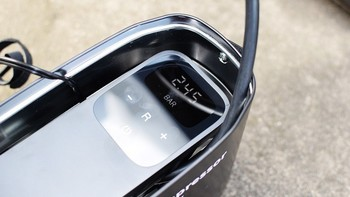 70迈汽车轮胎充气泵使用感受(充气|便携|设计|操作)