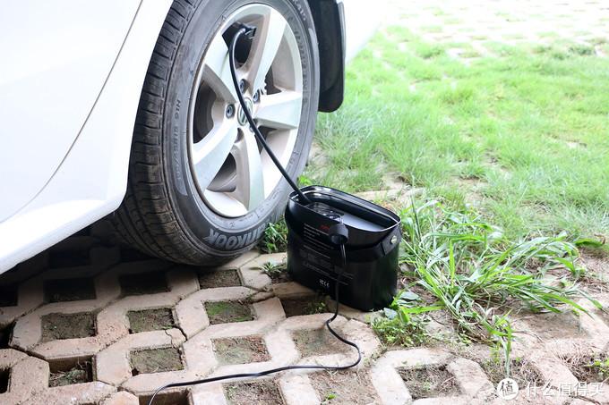  带数字显示屏,可检测胎压的充气泵,70迈汽车轮胎充气泵体验