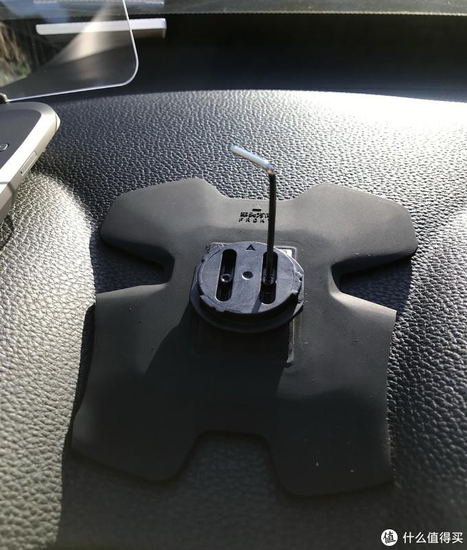 安全行车好帮手---车萝卜HUD车载机器人测评
