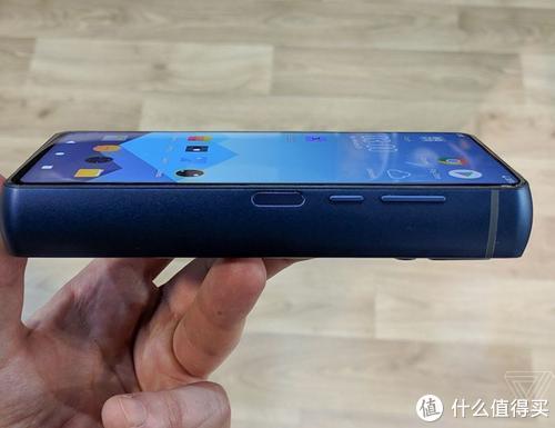 18000毫安充电宝款手机,网友戏称:这重量可以防身用了