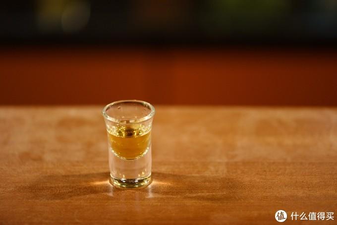 这个是5年的朗姆酒,从颜色就可以看出来。