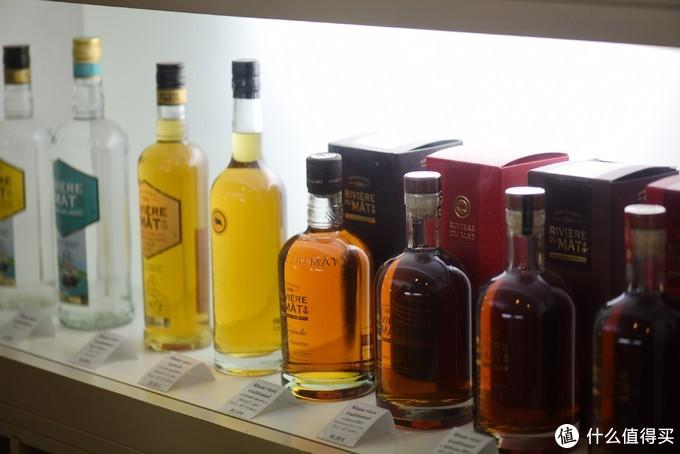 琳琅满目的不同朗姆酒,真想多买几瓶啊