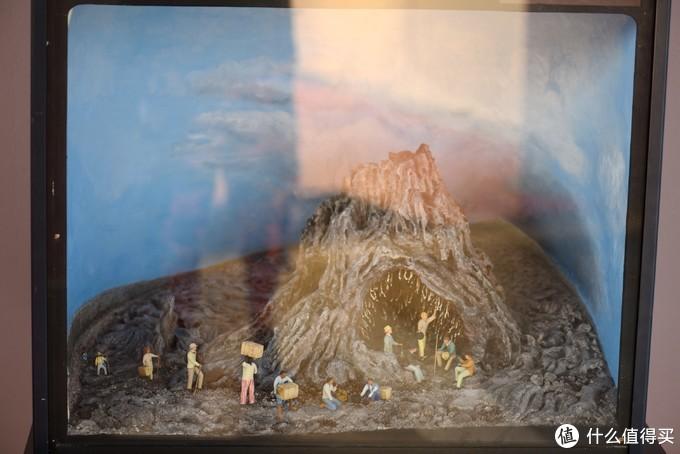 这个图像展示了人们发现和利用火山的情景。
