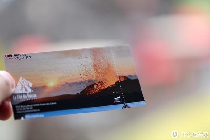 这是3D电影的门票,电影通过一个吉祥物讲述了关于留尼汪火山的知识,同时带领观众深入到火山内部,可以看到熔岩在内部的情景以及喷发的过程。