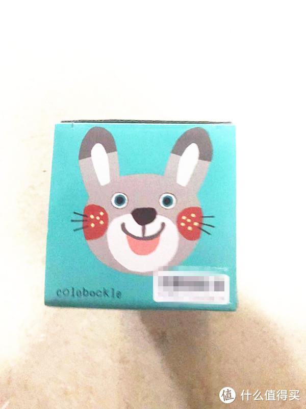 手有点抖,照片有些模糊,盒子口三瓣嘴的小兔子笑得超可爱