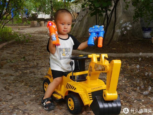为了儿子未来考上蓝翔做基础,小米儿童电动挖掘机开箱,隔壁小伙伴都羡慕哭了