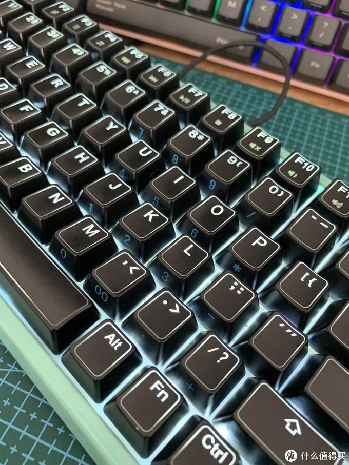 """自定制84键机械键盘之:非主流""""轴内灯""""组装过程"""