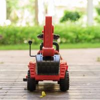 QBORN儿童挖掘机外观展示(摇臂|方向盘|按钮|脚踏板|轮胎)