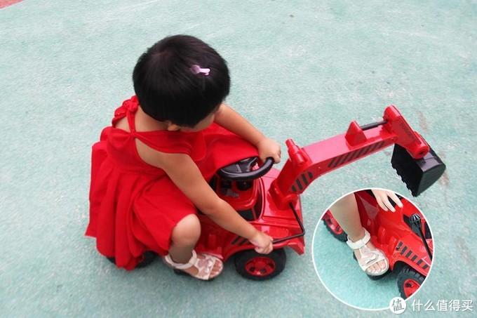 QBORN儿童挖掘机开箱评测 嫩模出镜