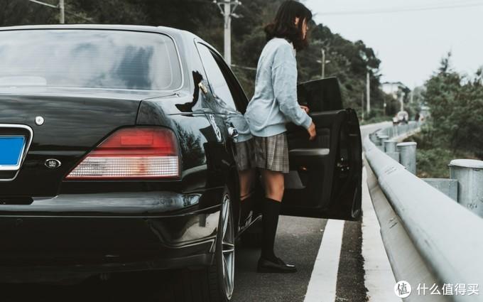 V6后驱无框车门,这辆经典日系车让20岁的小伙欲罢不能!
