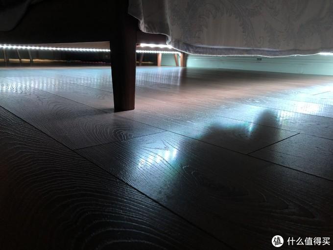 ▲床下的yeelight灯带