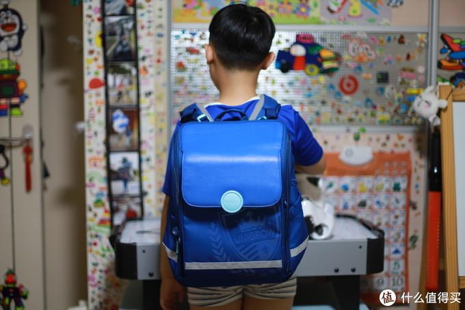 9月开学的新书包!稚行小学生护脊双肩包