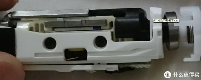 下面是电磁铁,上面那个横片是磁铁