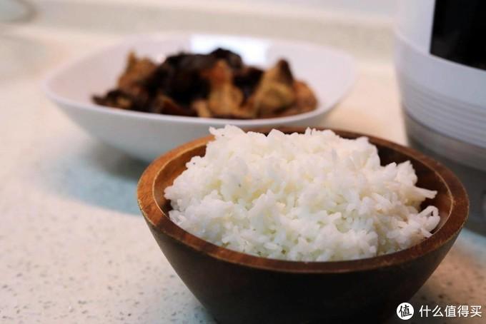 减肥吃货福音 臻米脱糖电饭煲蒸出柴火饭