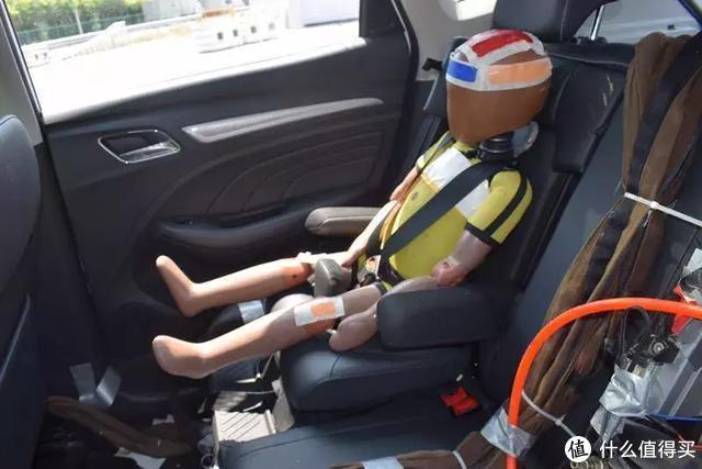 """心惊肉跳:亲见某中国品牌SUV现场翻车,后排还有""""小孩"""""""