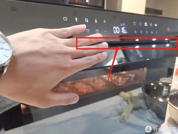 烤鸡翅时测试散热口温度