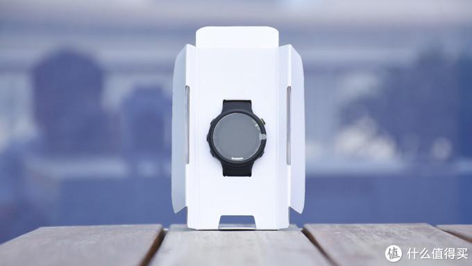 手表放置在包装模具中
