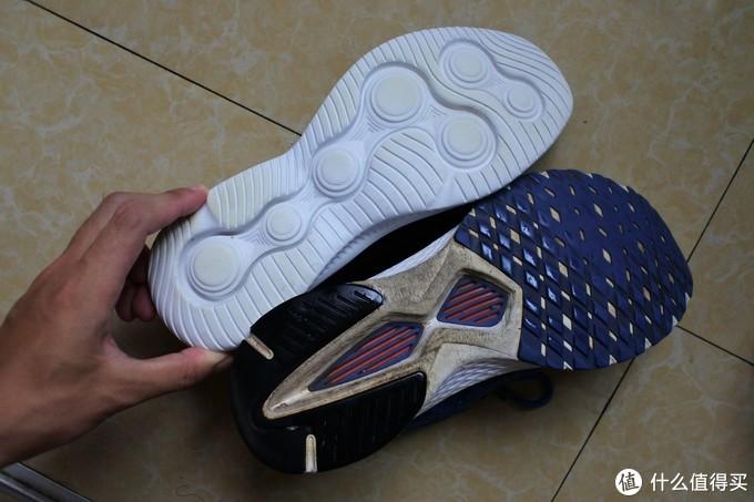 鞋底,小米的多了胶底,已经穿了一年,胶底也磨的差不多了