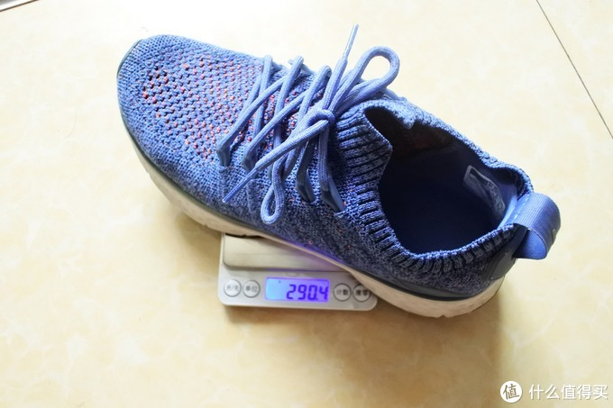 先称最重的,小米运动鞋290.4克,6个鸡蛋