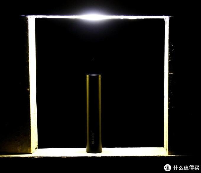 一束光,照亮前行的路,极蜂金属手电筒