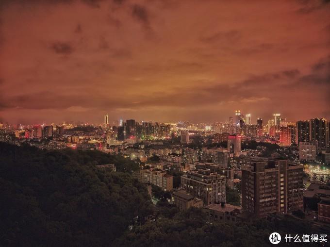 (福道观城区 夜晚(19/07/29 21:17)—直出原片 f/1.8 曝光时间2s ISO100)