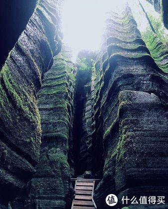 云南的石林全国知名,但恩施的梭布垭石林是另一种截然不同的风貌
