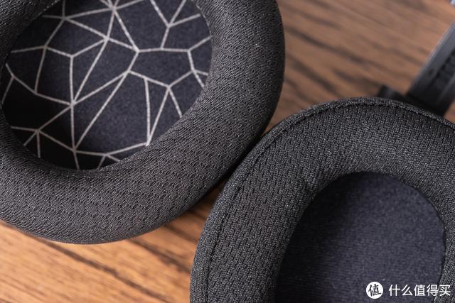 左上方为Arctis 1的AirWeave织物耳罩▲