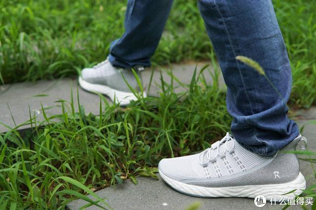 跑鞋也有黑科技:舒适+时尚+安全防护,399比肩千元水准