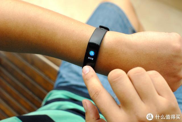 新增血氧检测,健康新体验:荣耀手环5
