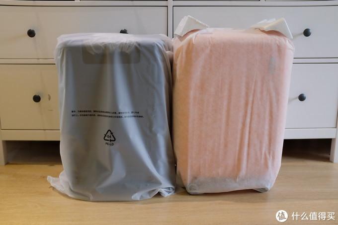 小米用的是摸起来很亲肤的塑料袋包裹整个箱体,封口处是可重复使用的胶条。美旅使用的是无纺布袋,封口在下方万向轮,抽绳打结。美旅在箱子的上角处配备了泡沫保护。