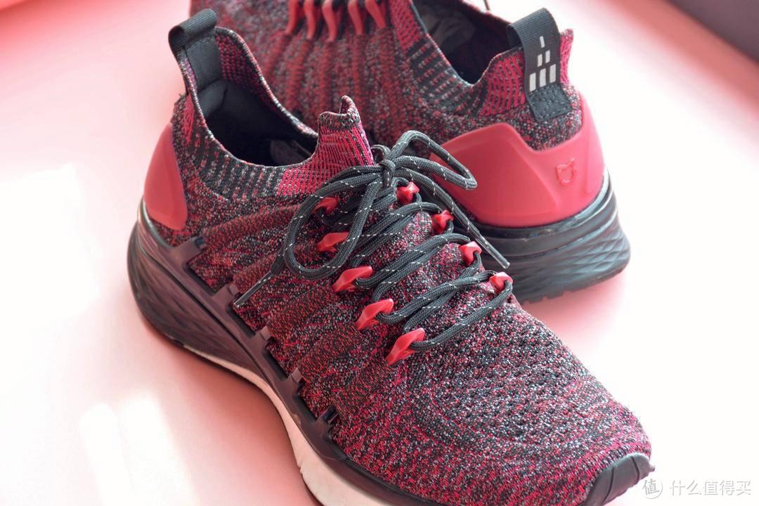 米家运动鞋 3 代体验:爆米花云弹一体成型,穿着舒适值得买!