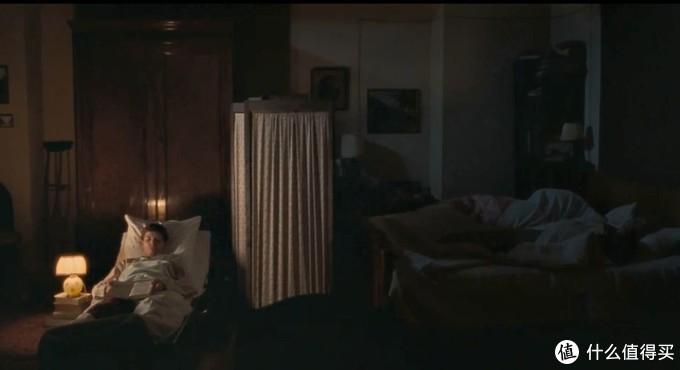 """拉尔夫·费因斯导演处女作,令人刮目相看的男版""""黑天鹅""""。"""