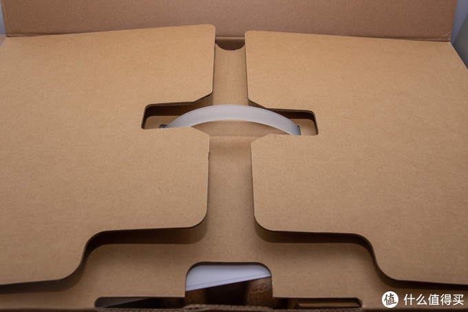打开箱子,中间是方便提手