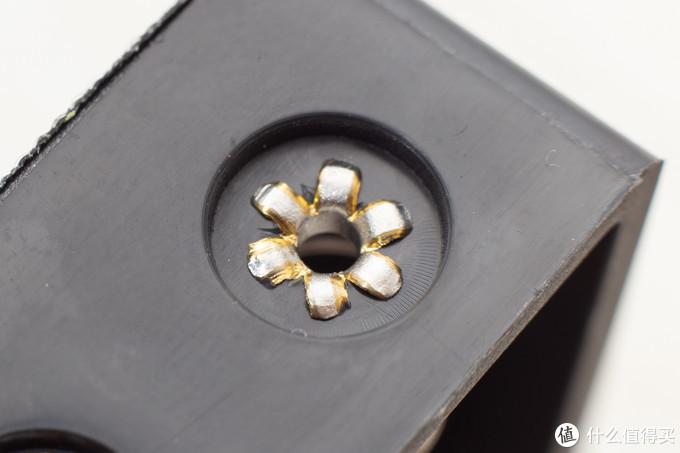 电池仓簧片,铆接,可以看出是黄铜的,好评