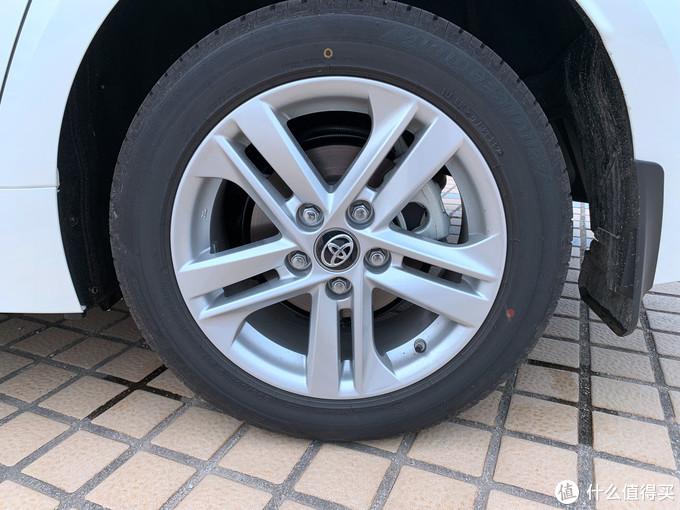 非运动版都是16寸铝合金轮毂,舒适性没问题