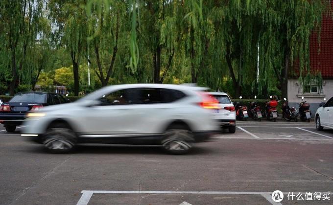 安全更便携不怕急刹车,哈喽粑粑儿童安全座衣测评