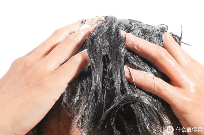 一天洗了4次头发,只为拯救你的油腻扁塌发质