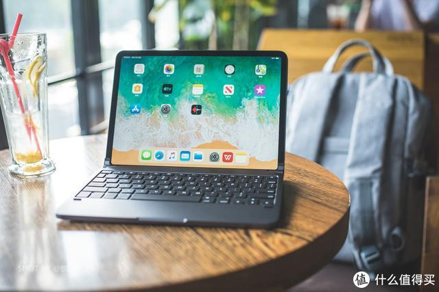 轻松吊打苹果原厂的外设,iPad Pro 出差的最佳键盘,玩法比 MBP 还多