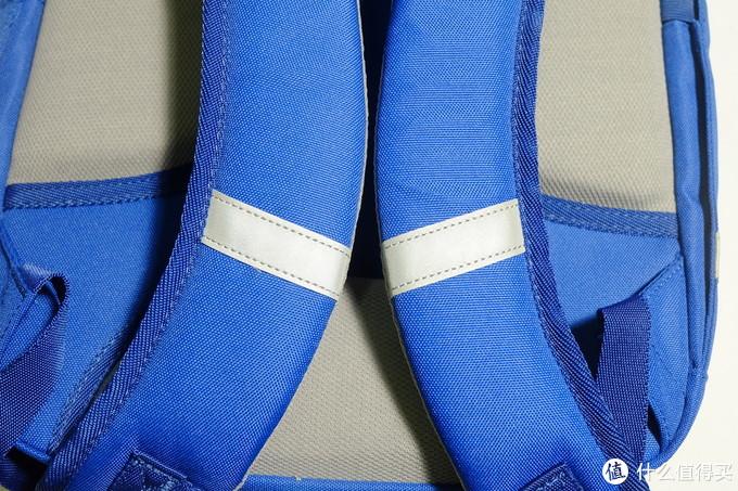 开学季的书包,蓝色稚行小学生护脊书包