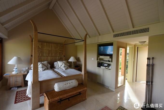 房间一览,这边即使是双人床,两张床也挨得很近。