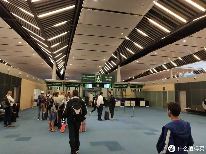 毛里求斯的中转及入境大厅,照片上的是中转,右边就是入境大厅了。