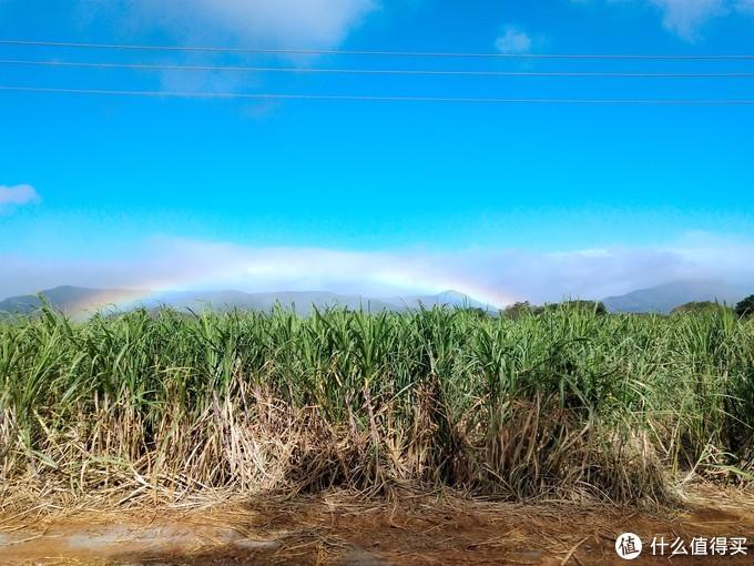 这是我见过最长最宽的彩虹,这边还有双层、三层彩虹。