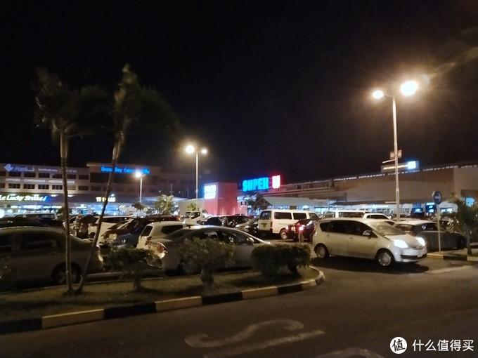 SuperU就是当地最大的商场了