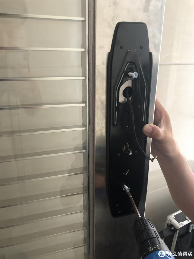 无损安装·无感开门——德施曼R5 3D人脸识别智能锁